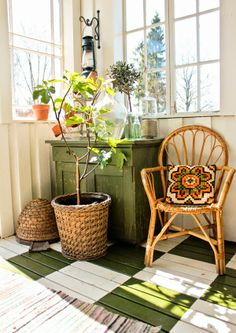 EN MI ESPACIO VITAL: Muebles Recuperados y Decoración Vintage: El porche acristalado más bonito del mundo { The most beautiful porch }