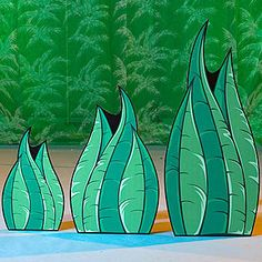 This Giant Curved Grass Set allows you to create a field of grass for your Rainforest with additional greenery. The Curved Grass is made of cardboard and includes 3 grass cutouts.