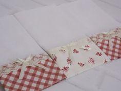 Fraldas Decoradas com aplique ou bordado. <br>Kit com 3 Fraldas de Boca. <br>Tecido 100% algodão. <br>Barra de Tecido somente num lado e barrinha de costura reta nos outros três lados. <br>Fralda luxo fofura máxima 52 fios por cm². <br>Aplique de Renda. <br>Tam: 0,36 x 0,31