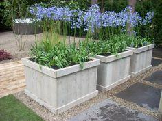 Nice natural look, completely integrated into the garden. Back Gardens, Small Gardens, Outdoor Gardens, Garden Deco, Exterior, Backyard, Patio, Garden Cottage, Garden Planters