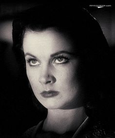 Vivien Leigh as Scarlett O'Hara in Gone With the Wind Vivien Leigh, Divas, Old Movies, Great Movies, Classic Hollywood, Old Hollywood, Hollywood Actresses, Margaret Mitchell, Scarlett O'hara