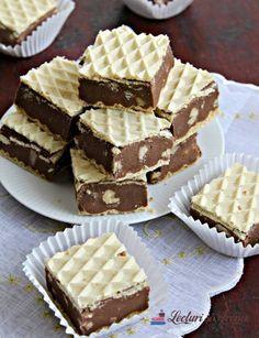 ciocolată de casă în foi de napolitană Romanian Desserts, Romanian Food, Cookie Recipes, Dessert Recipes, Crepes And Waffles, No Cook Desserts, Sweet Cakes, Something Sweet, Easy Snacks