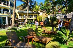 Paradise Bay Resort Boracay has found its own private beach and tranquil corner far from the crowds that swarm up the island's main beach. Here on the east coast we share our beach with a fishing community only. #beachfront #resort #boracay #philippines  http://thebeachfrontclub.com/beach-hotel/asia/philippines/boracay-island/boracay-southeast/paradise-bay-resort-boracay/
