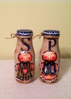 A pair of salt and pepper shakers for that gingerbread collector. These are beige spattered in white with a ginger boy and a ginger girl on the Starbucks Bottle Crafts, Starbucks Bottles, Frappuccino Bottles, Ginger Boy, Ginger Girls, Gingerbread Crafts, Gingerbread Man, Salt Pepper Shakers, Salt And Pepper
