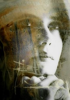 # A tristeza que carrega em seus olhos, É flagrante o que sente o seu coração, Uma mulher que perdeu a sua alma, (ecoou na estrada), Ela quer esquecer a sua dor... Texto: Christine Aldo - Do poema: Cópula