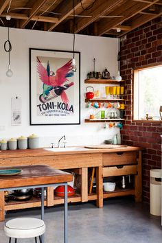 wood/colour/industrial kitchen