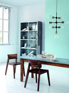 Industriel og skulpturel lysekrone House Doctor, Style At Home, Blue Walls, Dining Room Design, Home Fashion, Wall Colors, Home And Living, Interior Inspiration, Small Spaces