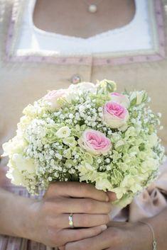Brautstrauß | bridal flowers I Trachtenhochzeit | Fotograf ©Hannelore Kirchner | Hochzeitsfotograf | Salzburg Austria | weddingphotographer | pink| rosa | rose | white | weiss | wedding photographer