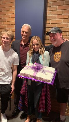 Maria and her birthday cake --- with Mark, her son Jack and a crew member. -------- From Maria's Insta story; Serie Ncis, Ncis Characters, Ncis Cast, Pauley Perrette, Mark Harmon, Best Tv Shows, Hunger Games, Bellisima, Actors