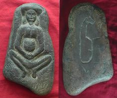 A very unusual carved stone seemingly bearing images from two different eras… Art Antique, Mystery Of History, Pottery Sculpture, Animal Totems, Prehistory, Ancient Artifacts, Stone Carving, Native Art, Ancient Civilizations