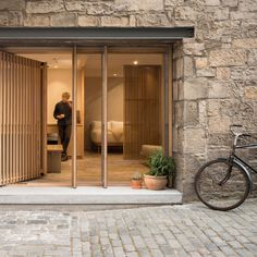 Porteous' Studio is a simple, architect designed holiday home in Edinburgh. Design studio Izat Arundell has converted a former blacksmith's workshop in Blacksmith Workshop, Open Plan Apartment, Hotel Inn, Stone Facade, Edinburgh Castle, Edinburgh Scotland, Facade Design, Design Studio, Architect Design