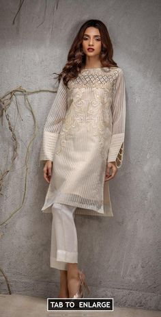 Salitex Luxury Pret 2018 Price in Pakistan famous brand online shopping, luxury embroidered suit now in buy online & shipping wide nation. Stylish Dress Designs, Stylish Dresses, Casual Dresses, Sexy Dresses, Tunic Dresses, Casual Wear, Pakistani Dress Design, Pakistani Dresses, Indian Dresses