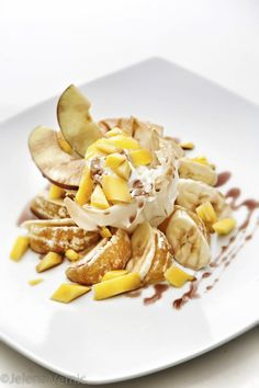 φρούτα εποχής με μέλι Λευκάδας / Seasonal fruits with Lefkada honey