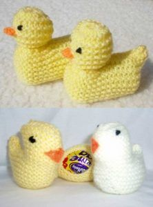 Pattern for Knitted Easter Chick Containing Creme Egg 1 ⋆ Knitting Bee Knitting Stiches, Baby Knitting Patterns, Knitting Toys, Sweater Patterns, Free Knitting, Stitch Patterns, Easter Bunny Eggs, Easter Chickens, Easter Crochet