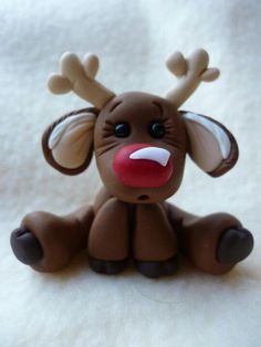 Will make this from fondant instead of clay for my Christmas cake Crea Fimo, Fimo Clay, Polymer Clay Projects, Polymer Clay Creations, Fondant Animals, Clay Animals, Decors Pate A Sucre, Christmas Cake Topper, Christmas Cupcakes