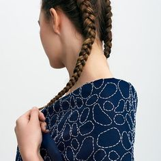 Shore Stole, inspired by stone structures found in Japan . Made by hand in our studio. ____________________________________ #lesfables #shore #stole #japan #sashiko #handembroidery #madeinstudio #madetoorder #madeinstudio #shoulder #braids