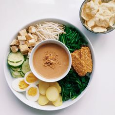 Gado Gado Recipe, Clean Eating Recipes, Healthy Eating, Breakfast Around The World, Vegetarian Recipes, Healthy Recipes, Food Photography Tips, Malaysian Food, Indonesian Food
