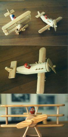Houten speelgoed-vliegtuigjes