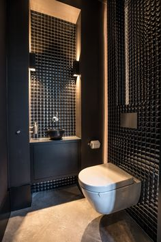 A good lighting design will completely change the appearance of the bathroom as a whole. Any good design of a bathroom without perfect lighting will lose its Washroom Design, Bathroom Design Luxury, Modern Bathroom Design, Modern Toilet Design, Bad Inspiration, Bathroom Inspiration, Small Toilet Room, Luxury Toilet, Wc Design