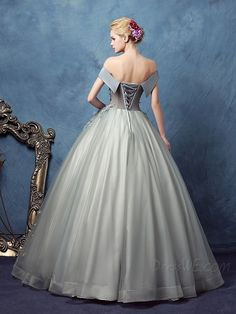 Buy Vintage Off-the-Shoulder Ball Gown Appliques Bowknot Quinceanera Dress  Online, Dresswe.Com offer high quality fashion,Price: USD$165.59