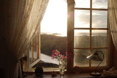 I'd like to order one view like this, please.  With a side of lace curtains, thank you.  photographer, Hanne