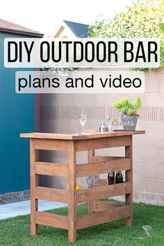 Learn how to build a wooden DIY outdoor bar perfect for any deck, patio, or porch with step by step tutorial, plans, and video. Woodworking Projects Diy, Diy Wood Projects, Outdoor Projects, Woodworking Plans, Fun Diy Projects For Home, Wood Crafts, Diy Außenbar, Diy Outdoor Furniture, Diy Furniture