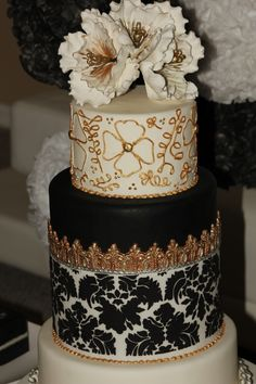 black and white and gold wedding cakes | Wedding Cake - By Monica PinillosDeluxe Wedding -Round Cake