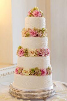 Simple cake with nice flowers