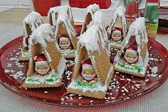 Hexenhaus aus Butterkeksen Witchhouse made of butter biscuits, a good recipe from the category children. Christmas Gingerbread, Christmas Deco, Christmas Treats, Christmas Time, Gingerbread Houses, Winter Desserts, Xmas Food, Christmas Cooking, Food Humor