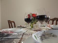 Ilvesmäen Rouva: Yhteisöllisyys elämän voimavarana Table Settings, Lady, Place Settings, Tablescapes