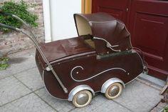 Oude kinderwagen.