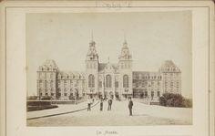 Gezicht op de noordgevel van het Rijksmuseum en de Museumbrug in Amsterdam, Andries Jager (toegeschreven aan), na 1885 - ca. 1910
