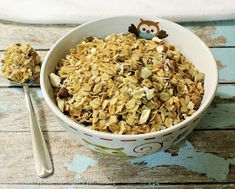 This basic granola recipe is my go-to for an easy and healthy breakfast or for a quick snack. Personalize it by adding in your favorite dried fruit or nuts. Quick Snacks, Healthy Snacks, How To Make Homemade, Food To Make, My Favorite Food, Favorite Recipes, Fruit Cobbler, Bread Machine Recipes, Easy Bread