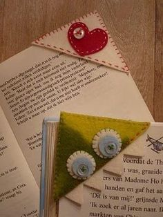 Bookmarks - the page is in Dutch - the idea is universal, only this time in felt. Cute Crafts, Crafts To Do, Felt Crafts, Fabric Crafts, Sewing Crafts, Sewing Projects, Arts And Crafts, Diy Projects To Try, Craft Projects