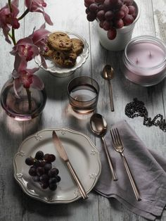 SYNTHESIS TREASURE- Adding class to your table with Synthesis Treasure #Pintinox #posate #cutlery #specialfinishes #shiny #bronze #miseenplace  #Synthesis #treasure #wood #pink #violet #flower #grapes