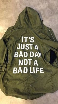 m4yhlq-l-610x610-jacket-green-military+jacket-white+print-hooded+jacket-camouflage-quote-coat-army+green+jacket-tumblr+outfit-graphic+jacket-words-army+green-windbreaker-parka.jpg (343×610)