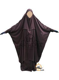 Jilbab de maternage: portage et allaitement pour materner sans vous dévoiler Habits Musulmans, Muslim Wedding Dresses, Dress Wedding, Abaya Pattern, Moroccan Dress, Islamic Clothing, Hijab Dress, Wedding Photography Poses, Muslim Fashion