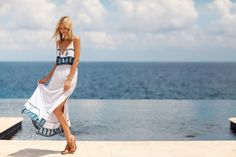 Beautiful flow maxi dress with white and indigo patterns!