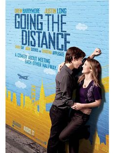 Going the Distance Drew Barrymore, Justin Long, Charlie Day, Jason Sudeikis. A California-based journalism student (Drew Barrymore) and her New York lover (Justin Long) try valiantly to keep their bicoastal romance alive. Charlie Day, Drew Barrymore, Go To Movies, Great Movies, Movies And Tv Shows, Love Movie, Movie Tv, Movie Scene, Comedy Center