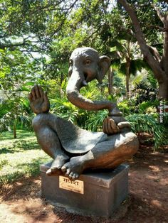 Funny pictures about Ganesha Sculpture. Oh, and cool pics about Ganesha Sculpture. Also, Ganesha Sculpture photos. Ganesh Images, Ganesha Pictures, Ganesha Art, Lord Ganesha, Sri Ganesh, Krishna Art, Lord Shiva, Garden Statues, Garden Sculpture