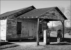old gas stations | Old gas station in North Zulch. Photo by Sam Starkey. Click on photo ...