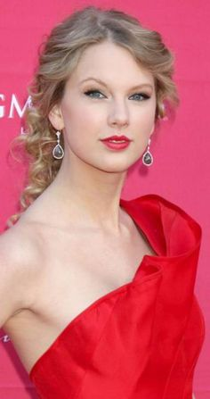 lov the make up Taylor Swift Hot, Taylor Swift Casual, Taylor Swift Speak Now, Red Dress Makeup, Miss Americana, Taylor Swift Pictures, Taylors, Celebs, Celebrities