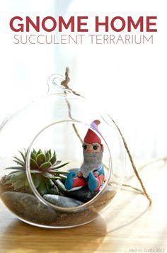 Make a Gnome Home Succulent Terrarium. Isn't that little gnome the cutest! Make a Gnome Home S Succulent Soil, Succulent Landscaping, Succulent Arrangements, Succulent Terrarium, Landscaping Tips, Terrarium Ideas, Types Of Succulents, Succulents Garden, Large Terracotta Pots