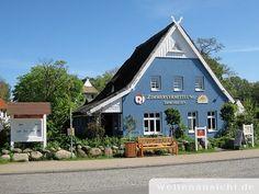 Im Ostseeebad Ahrenshoop begegnet man einer Vielzahl schöner Seehäuser, zu den bedeutenden Bauwerken in Ahrenshoop zählt u.a. die Schifferkirche.