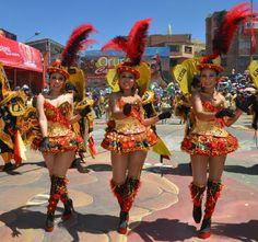 La Morenada o Danza de los Morenos es una danza de la zona altiplánica de Bolivia Carnival Girl, Rio Carnival, Carnival Festival, Hot Dress, Showgirls, Dance Dresses, Real People, Traditional Outfits, Sexy Legs