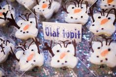 Melted Olaf  sweets #olaf #sweet #shine Olaf, White Flowers, Party Themes, Sweets, Christmas Ornaments, Holiday Decor, Food, Gummi Candy, Candy