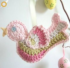 Amigurumi Little bird crochet Crochet Bird Patterns, Crochet Birds, Love Crochet, Crochet Motif, Crochet Crafts, Crochet Yarn, Easy Crochet, Crochet Flowers, Crochet Toys