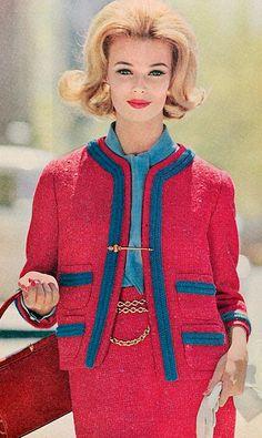 1958 - Chanel suit pink red blue model magazine iconic style vintage very betty draper style mad men jackie o timeless. Moda Retro, Moda Vintage, Retro Vintage, Retro Humor, Vintage Humor, Retro Funny, 1960s Fashion, Vintage Fashion, Estilo Coco Chanel