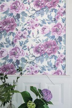 Designers Guild Shanghai Garden in violet wallpaper at Pedroso&Osorio  www.pedrosoeosorio.com