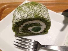 いつぞやのおやつ、ナナズグリーンティーの抹茶ロールケーキ♡